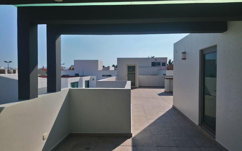 INCREÍBLE RESIDENCIA EN LOMAS CON EXCLUSIVOS ACABADOS. Construcción: 550.00m2.