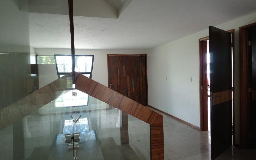 ESPECTACULAR RESIDENCIA EN LOMAS DE ANGELÓPOLIS 1. Construcción: 385.00m2. NEGOCIABLE.